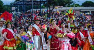 Con imposición de bandas a reinas infantiles, se abrió el Carnaval de los Niños