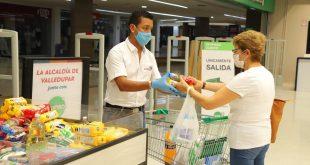 Alcalde Mello Castro aúna esfuerzos con almacenes de cadena para ayudar a los más vulnerables