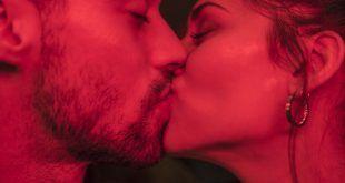 Colombiano gana 'Nobel de lo absurdo' por estudiar los besos