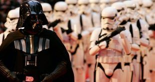 Fallece a los 85 años el actor David Prowse, que interpretó a Darth Vader en 'Star Wars'