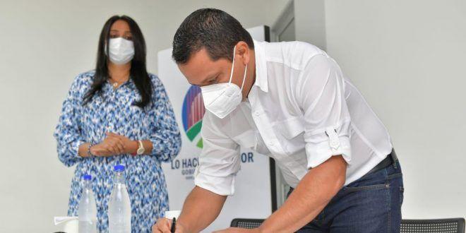 Gobernador Monsalvo firma convenio con la Universidad Nacional para el estudio y diseño de cinco macroproyectos para el Cesar