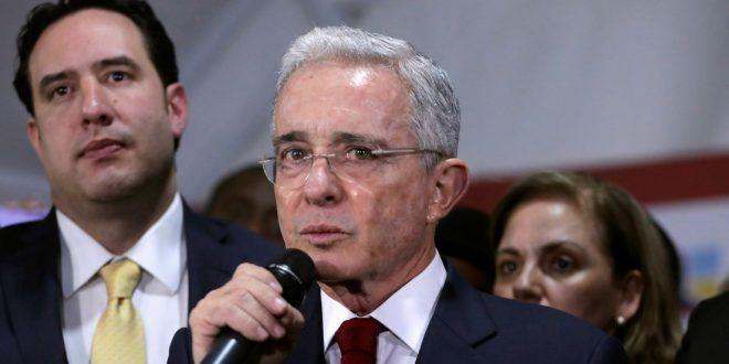La Fiscalía de Colombia pide cerrar el caso contra Álvaro Uribe por presunto fraude procesal y soborno de testigos
