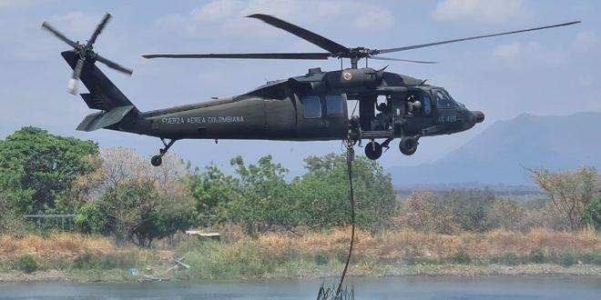 Tres días lleva la Fuerza Aérea Colombiana apoyando extinción de incendios en el Cesar